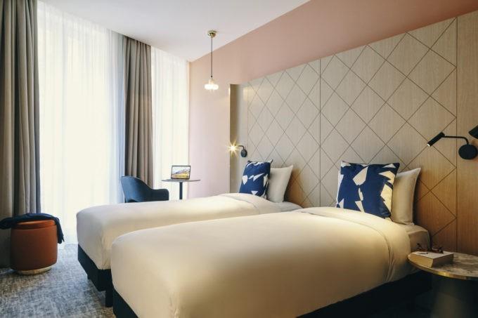 La chambre twin d'un hotel greet