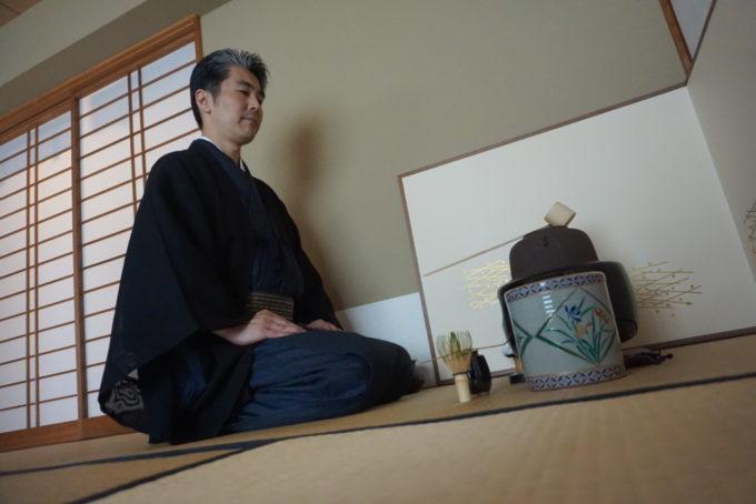 La cérémonie peut alors commencer au Japon