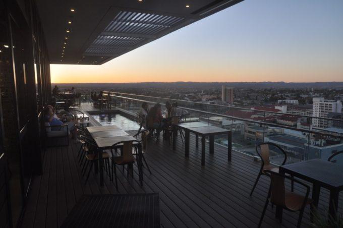 La terrasse panoramique sur la ville de Windhoek au Avani hôtel