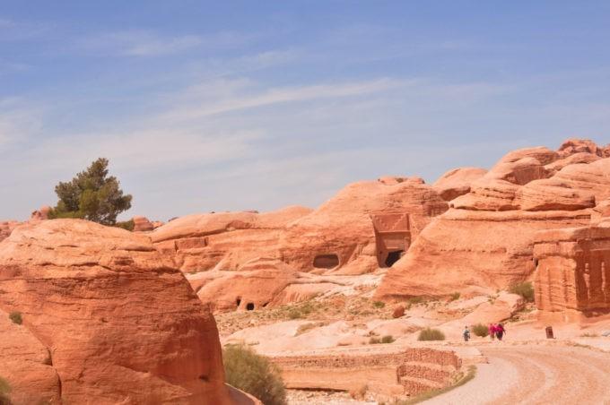 Dans la cité jordanienne de Pétra entre vestiges archéologiques et ruines