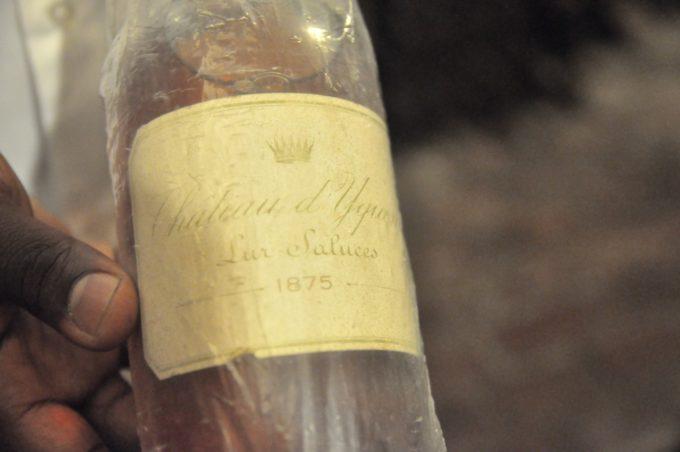 L'une des plus vieilles bouteilles, un chateau Yquerm qui date de 1875