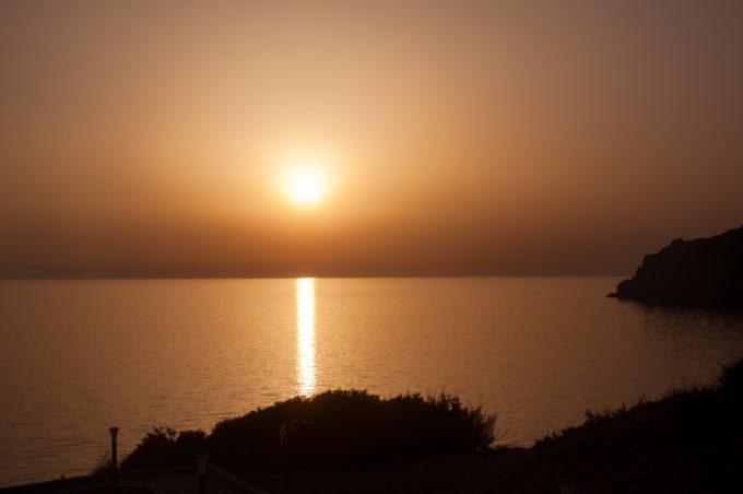 Lumière nocturne sur la Mer Mediterranée