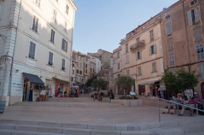 Une place de Bonifacio