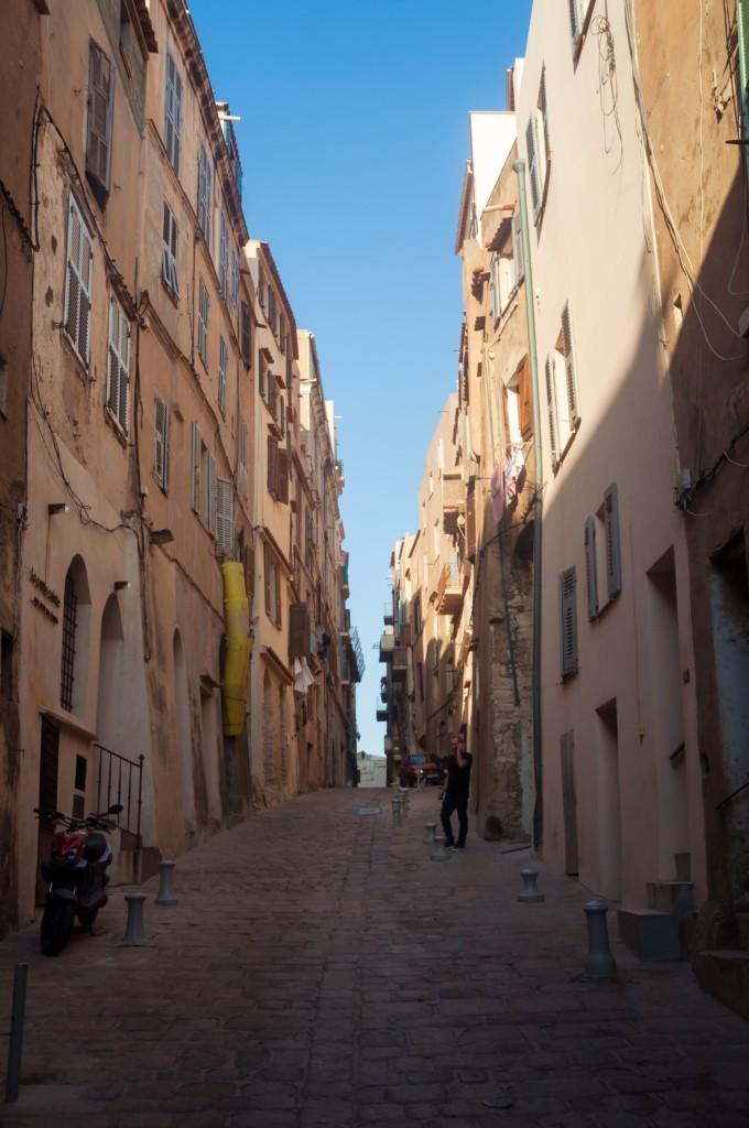 Dans les ruelles étroites de la ville