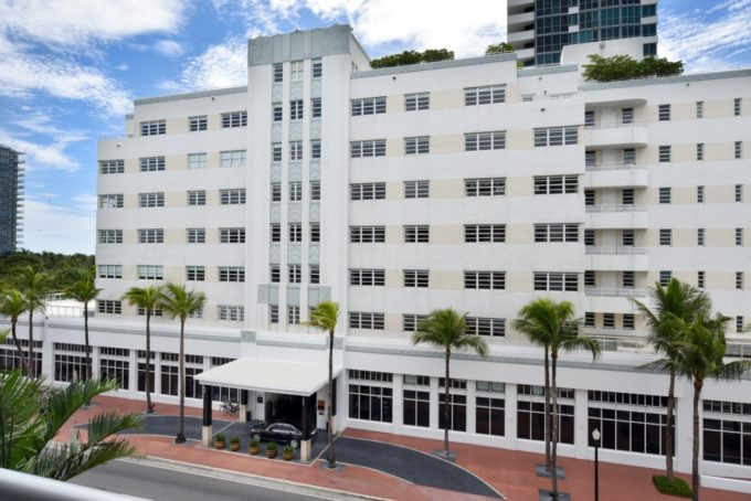 La façade du palace du Sétai à Miami