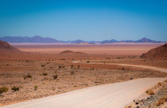 La route se glisse dans ce décor sublime