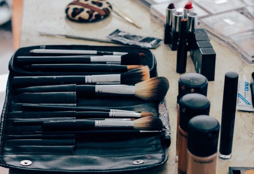 Trousse de maquillage : les essentiels à Prendre
