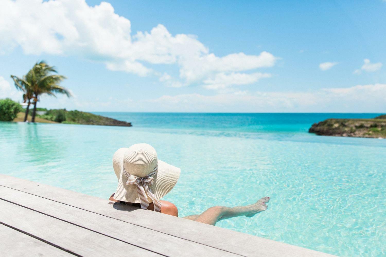 Baignade dans la piscine panoramique