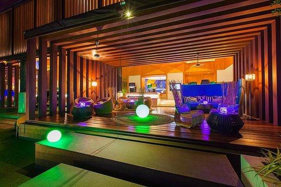 Version nuit, Hall d'entrée W Koh Samui