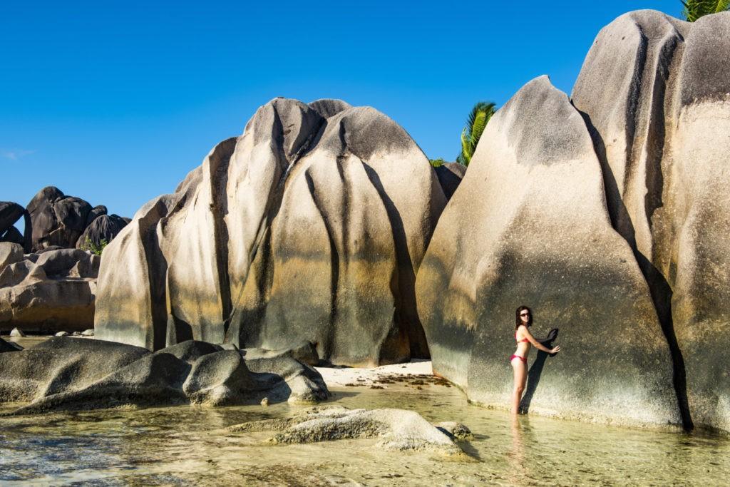 Sur l'île de La Digue aux Seychelles, des rochers immenses !