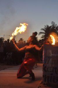 Danseuse parade nocturne