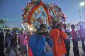 Parade nocturne Junkanoo Carnaval