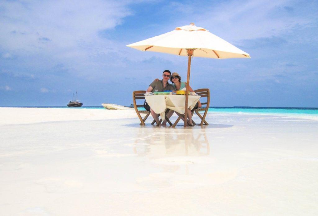 Manger sur une île déserte aux Maldives
