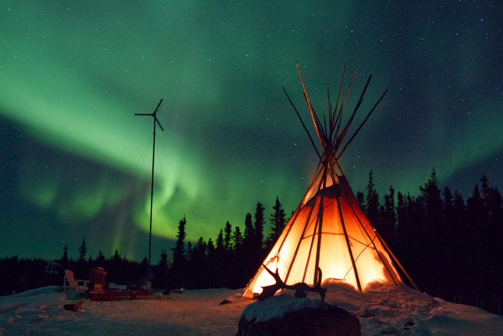 Installation dans nos tentes de luxe. A l'extérieur, pas un bruit. Juste celui du froid !
