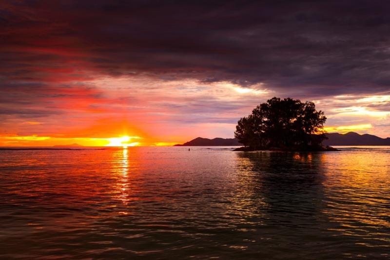 coucher-de-soleil-aux-seychelles