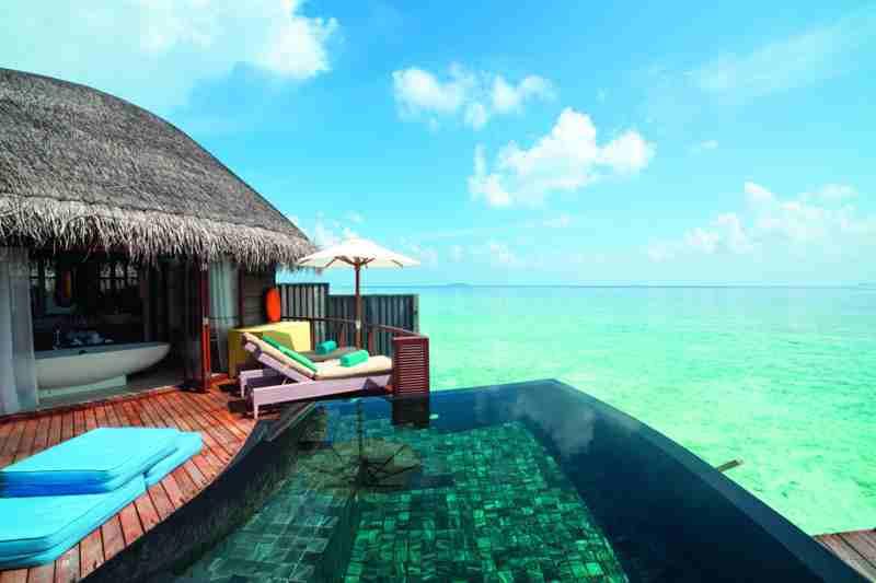 halaveli-maldives-2016-water-villa-01_hd2