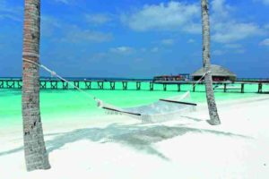 halaveli-maldives-beach-view-15_hd