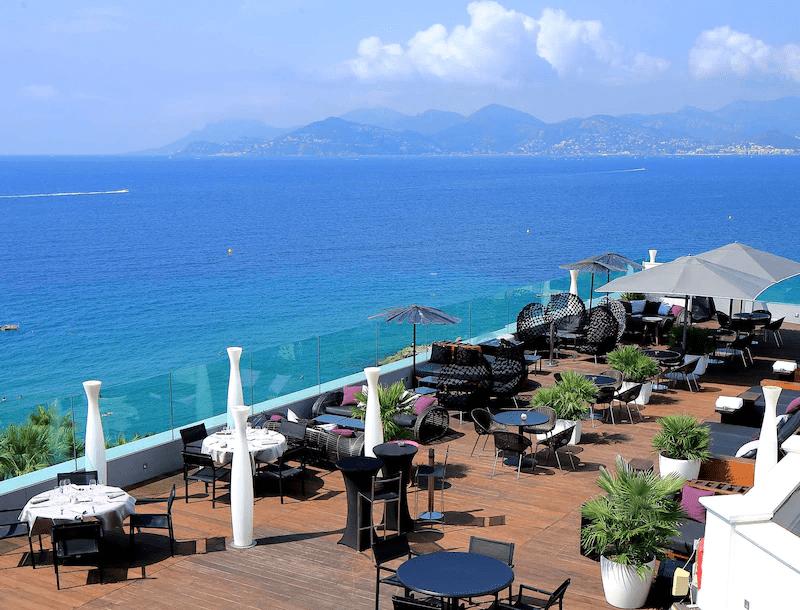 La vue imprenable sur la baie méditerranéenne