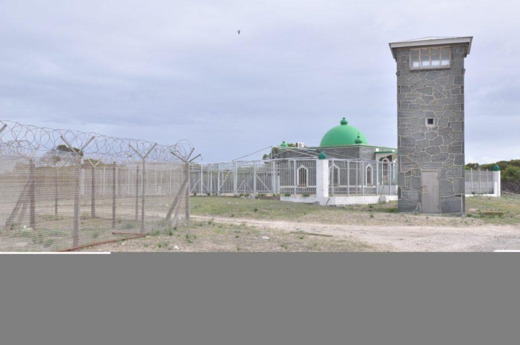 Une fois sur l'île, vous découvrez une île hostile où a été enfermé pendant 27 ans Nelson Mandéla