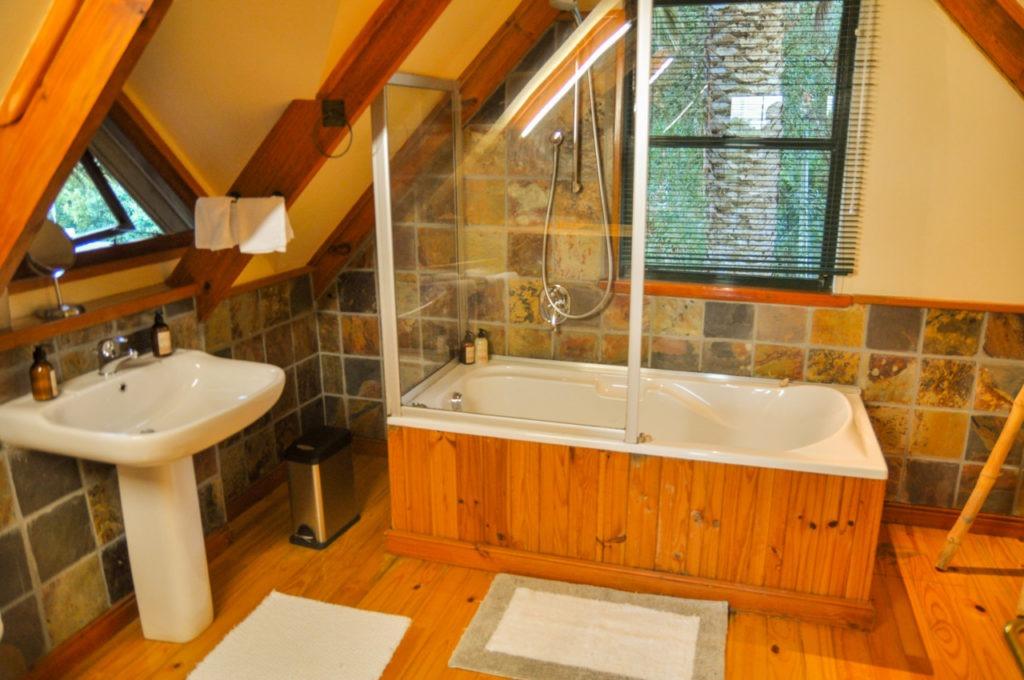 La salle de bain est gigantesque