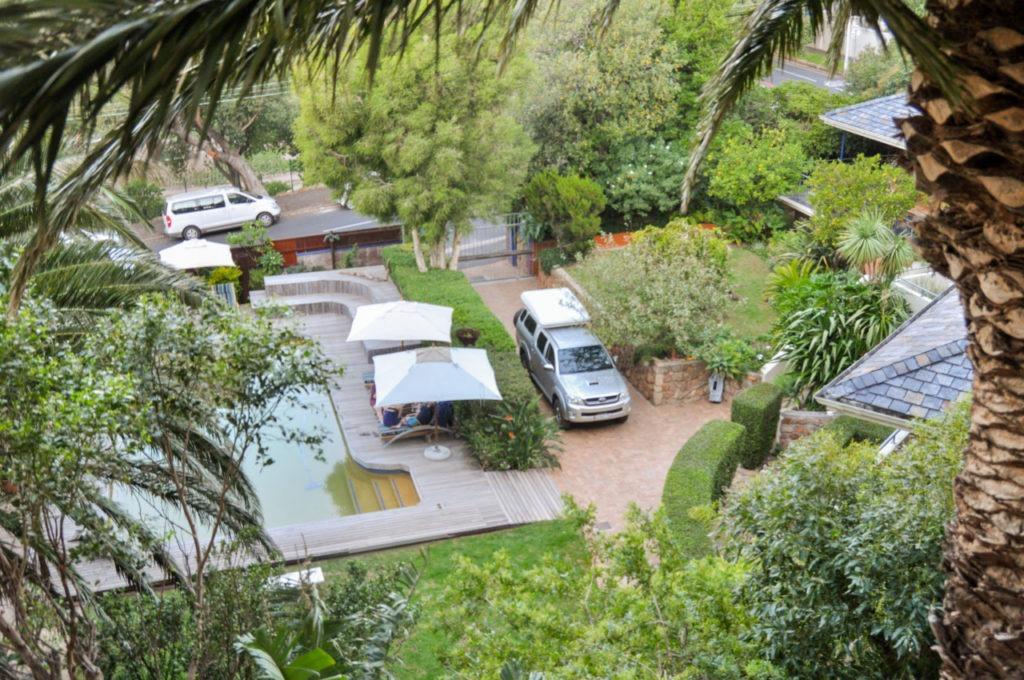 On a donc une vue imprenable sur le jardin et la piscine