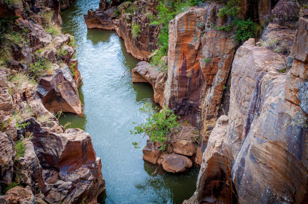 Les potholes se distinguent par la forme des rochers qui sillonnent le long de la rivière