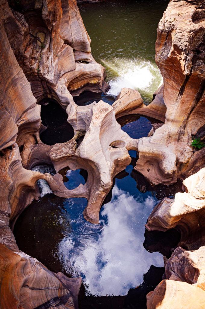 Ces rochers doivent leur nom à cause de leur forme arrondie