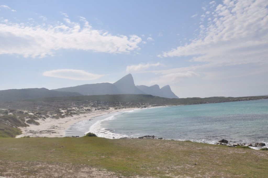 Les plages laissent place à des criques sauvages