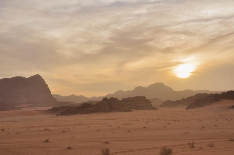 Le wadi-rum au coucher du soleil