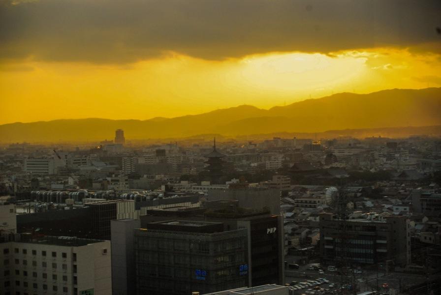 Vue sur Kyoto depuis le centre commercial
