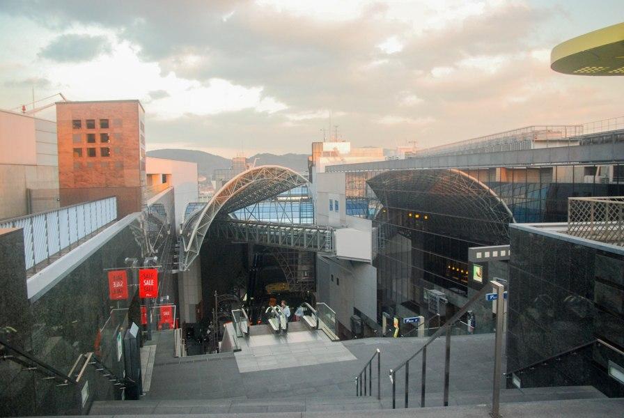 Dans la gare moderne