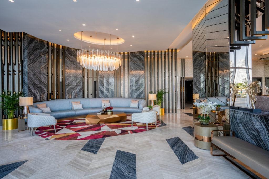 Lobby Radisson Hotel Dubai DAMAC Hills