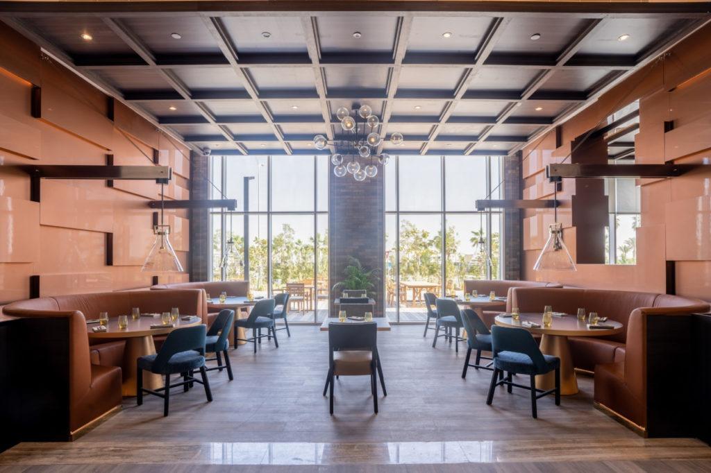 Le restaurant du Radisson Hotel Dubai DAMAC Hills