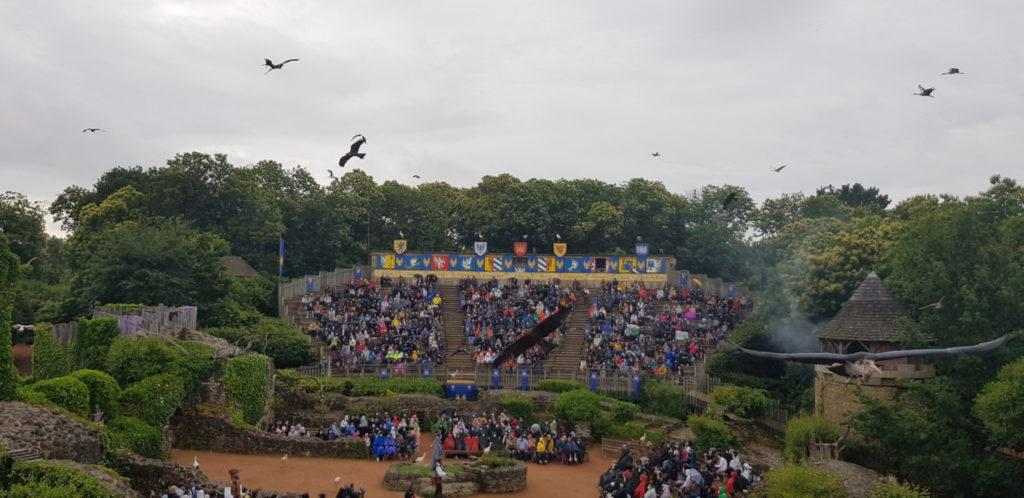Les vautours font le show au Puy du Fou