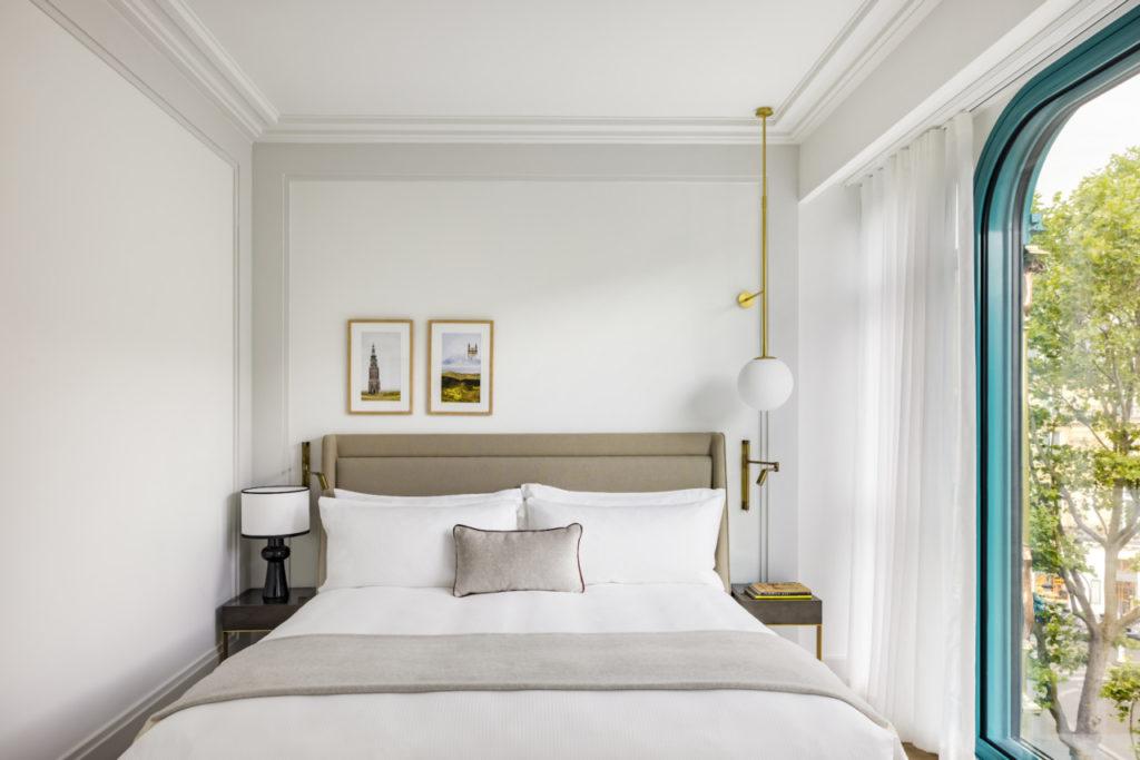 Une chambre du Kimpton Hôtel Saint Honoré