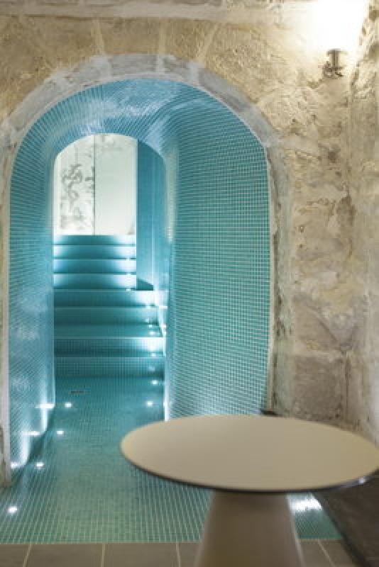 Accès au spa - lanterne à Paris