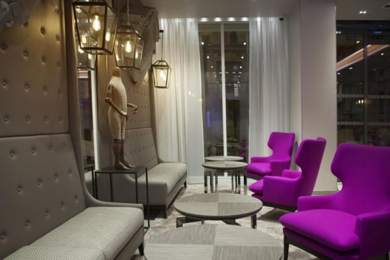 Salon vintage et classe - lanterne à Paris