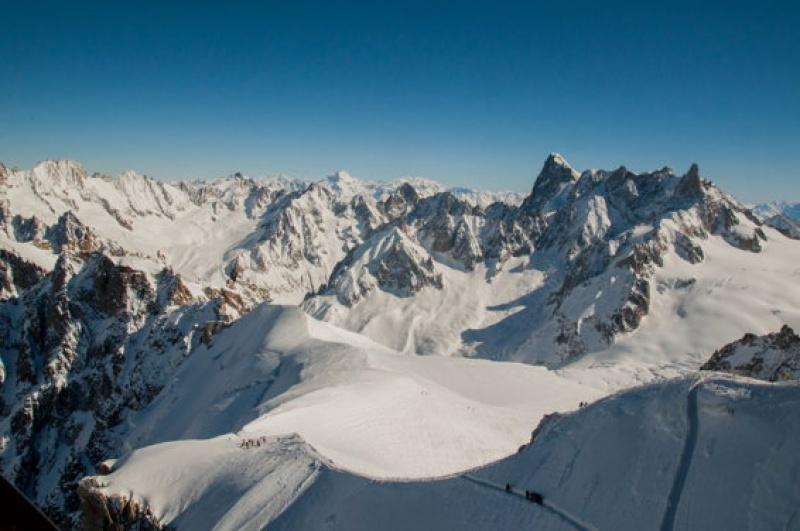 Des montagnes à perte de vue : horizon au Mont Blancc