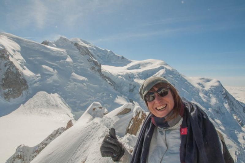 Bien recouverte, parce qu'il fait froid au Mont Blanc