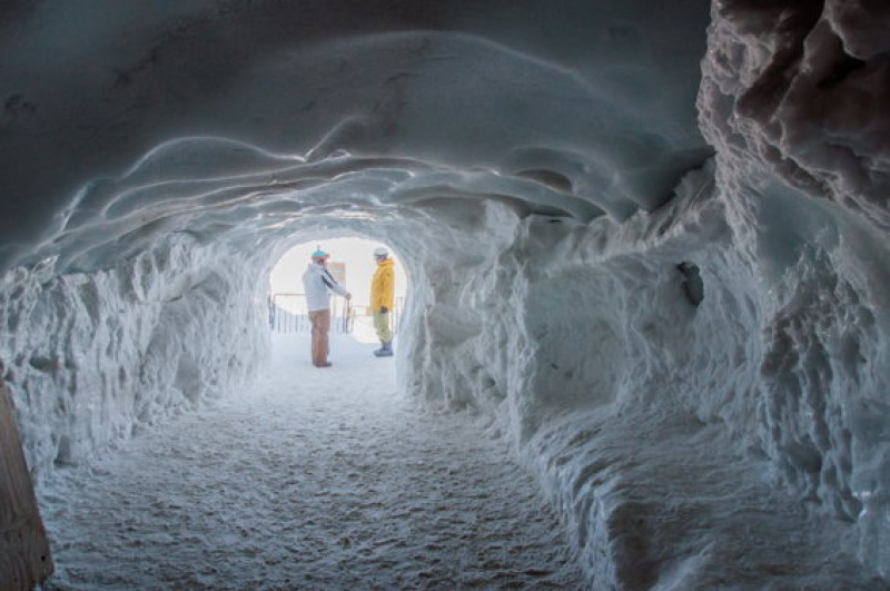 Des tunnels de glace au Mont Blanc