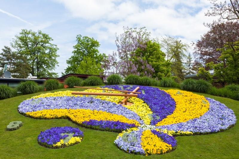 Horloge de fleurs - Prendre le temps à la Suisse