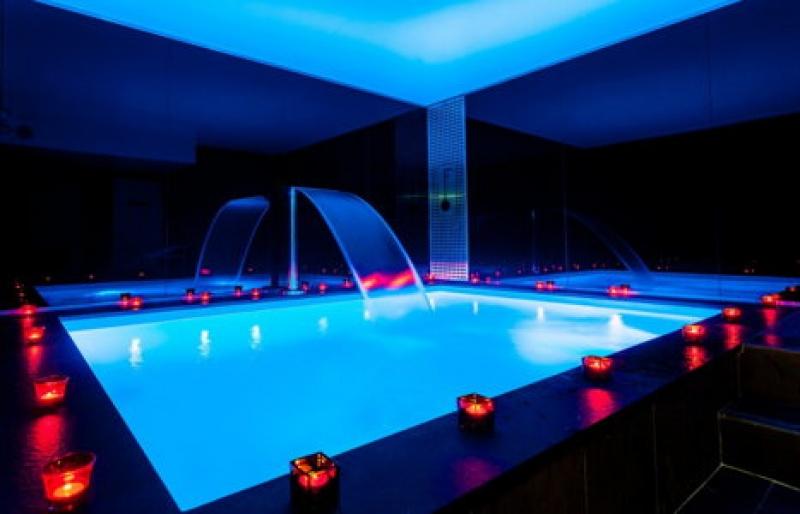 La piscine de l'hôtel Félicien à Paris