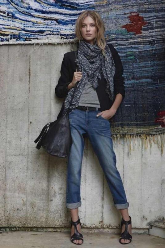 Jean brut, tee-shirt gris, veste noire et foulard, besace noire Comptoir des Cotonniers