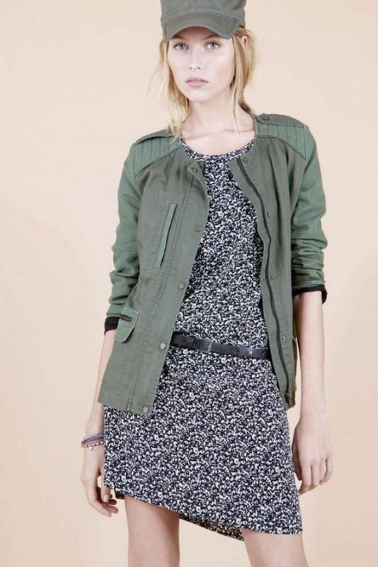 Robe courte souple bleue et veste verdâtre Comptoir des Cotonniers