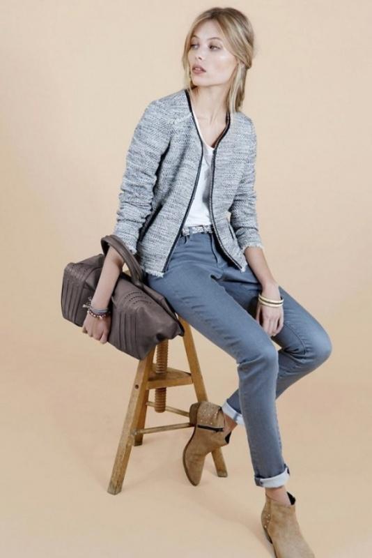 Jean bleu, blouson blanc et bleu et tee-shirt blanc sac Comptoir des Cotonniers
