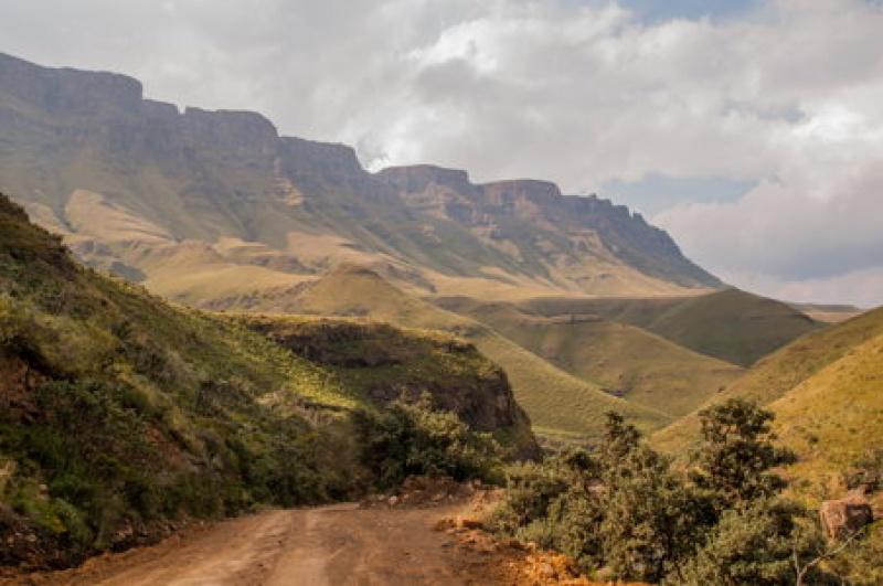 Vue impressionnante depuis le Sani - Pass entre l'Afrique du Sud et le Lesotho