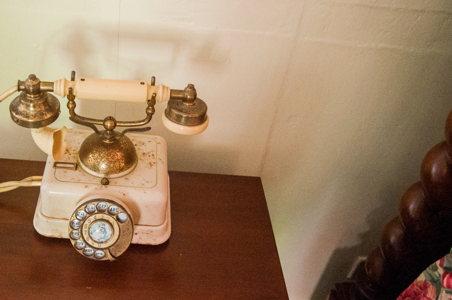 Téléphone vintage - maison coloniale - Nassau - voyage Bahamas