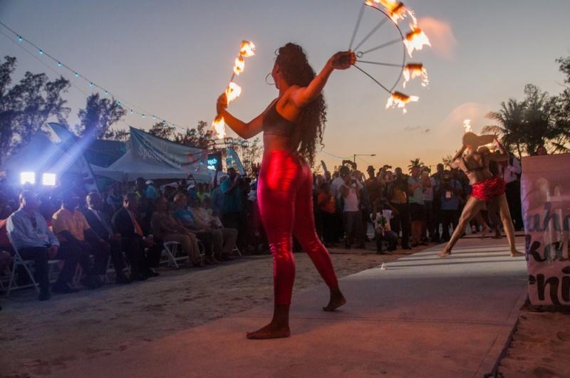 Dompteur de feu - Carnaval Junkanoo - Bahamas
