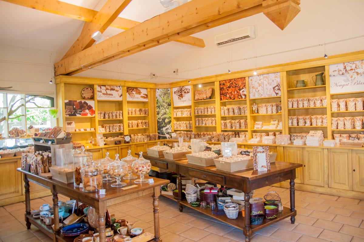 Dans la boutique de nougat en Vaucluse