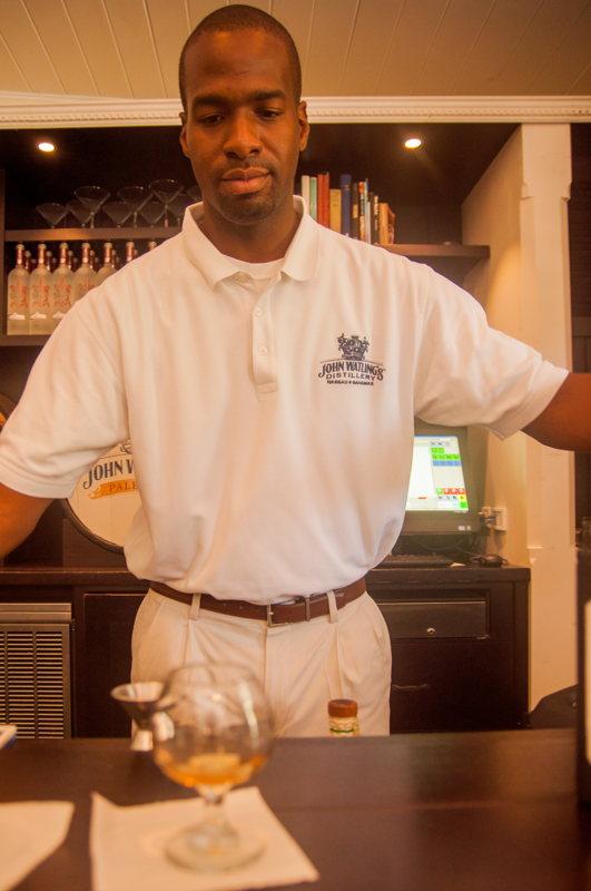 Bartender - rhums John Watlings - Voyage aux Bahamas